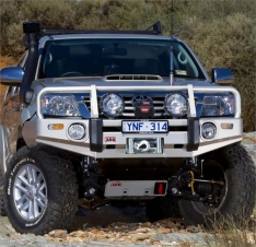 Bullbar Arb Deluxe pentru Toyota Hilux 2010-